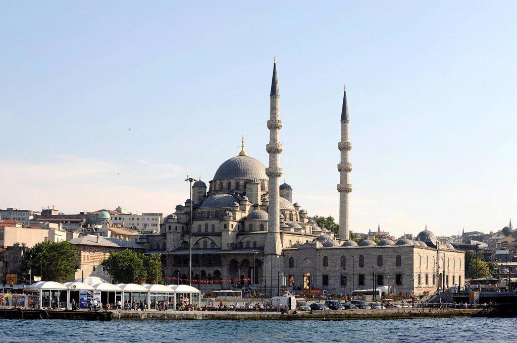 Yeni Cami Mosque, New Mosque, Eminoenue district, Golden Horn, Halic, Istanbul, Turkey : Stock Photo