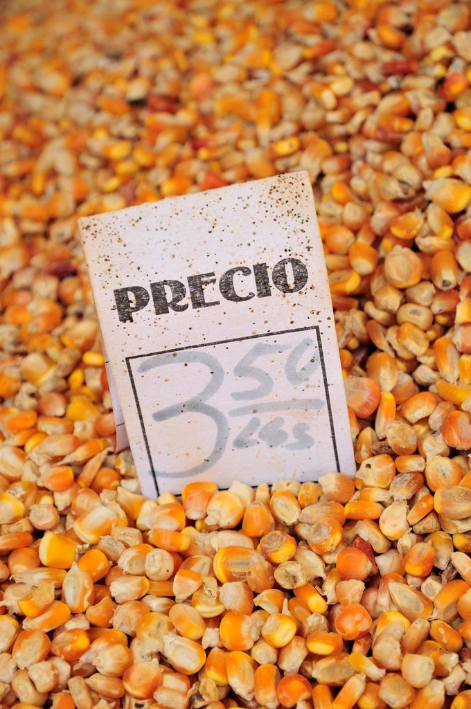 Price tag on a pile on corn at the market of Sancti Spiritus, government_controlled pricing, Cuba, Caribbean : Stock Photo