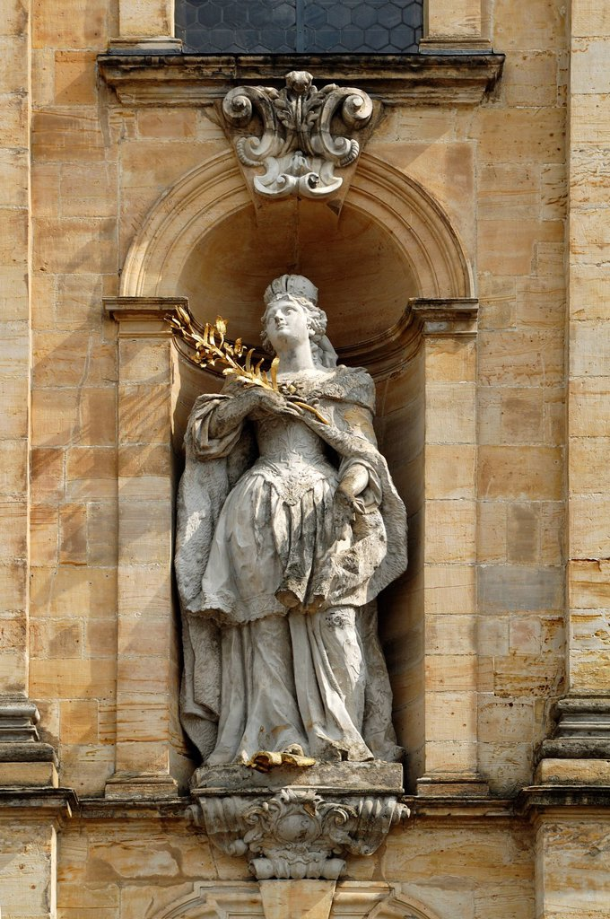 Statue of Empress Saint Cunigunde of Luxembourg, 980 _ 1033, on the main facade of the Baroque Basilica Goessweinstein, consecrated in 1739, architect Balthasar Neumann, Balthasar_Neumann_Strasse 7, Goessweinstein, Upper Franconia, Bavaria, Germany, Europ. Statue of Empress Saint Cunigunde of Luxembourg, 980 _ 1033, on the main facade of the Baroque Basilica Goessweinstein, consecrated in 1739, architect Balthasar Neumann, Balthasar_Neumann_Strasse 7, Goessweinstein, Upper Franconia, Bavaria, Ge : Stock Photo