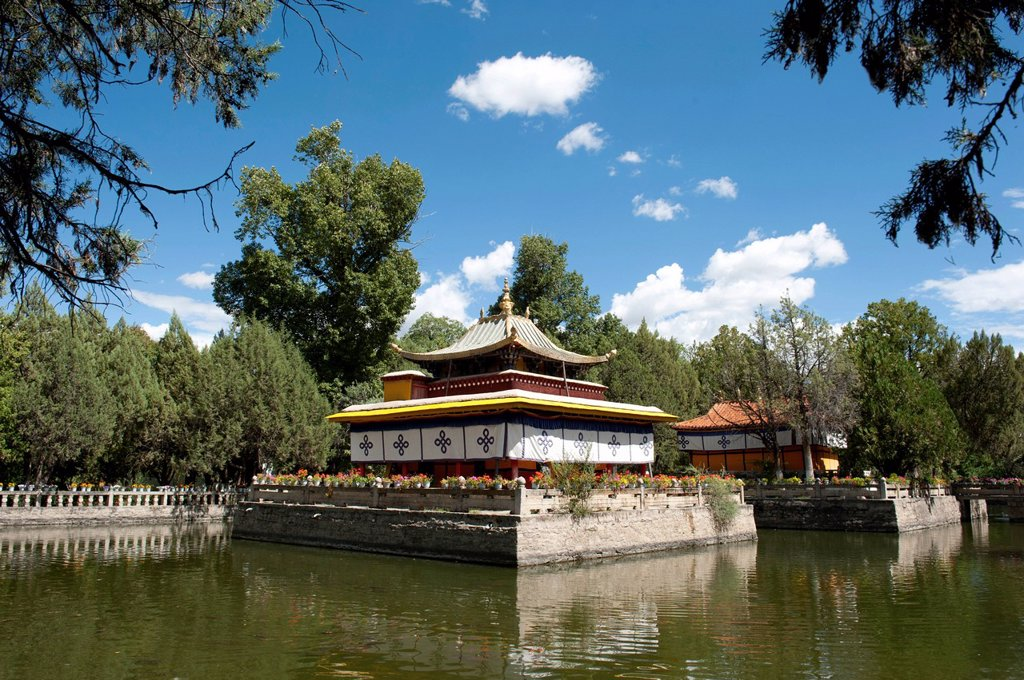 Stock Photo: 1848-674730 Tibetan Buddhism, temple on the lake in the Norbulingka Park, summer residence of the Dalai Llama, Lhasa, Ue_Tsang, Central Tibet, Tibet Autonomous Region, Himalaya Range, People´s Republic of China, Asia