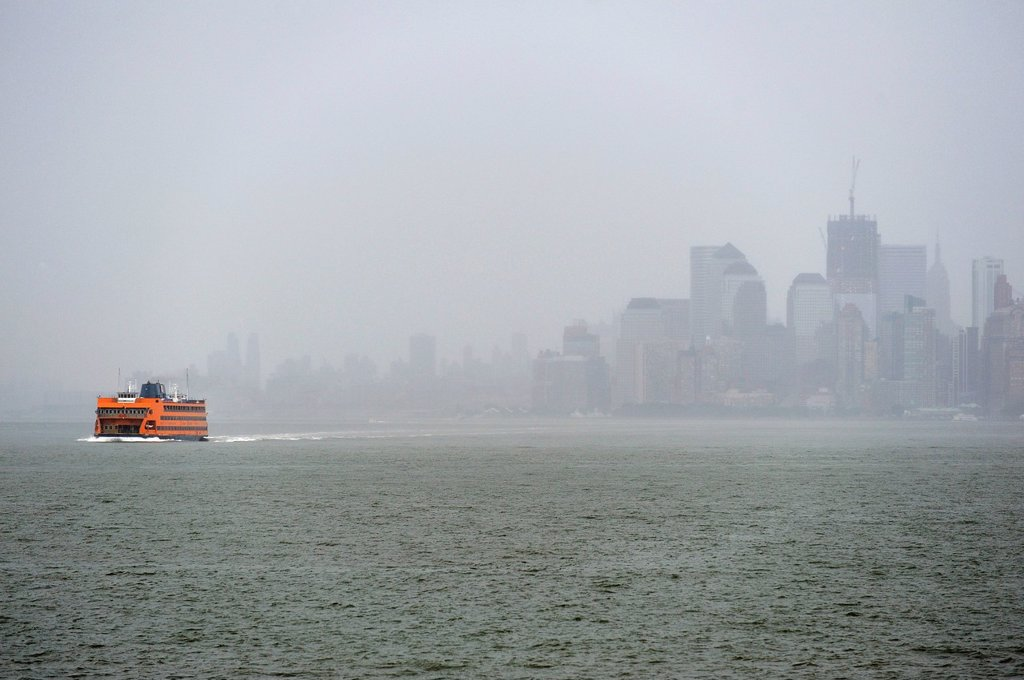 Stock Photo: 1848-675629 Staten Island Ferry and thunderstorms over Manhattan, New York, USA