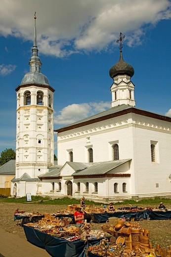 Market square with Resurrection church and Kazan church, Suzdal, Russia : Stock Photo