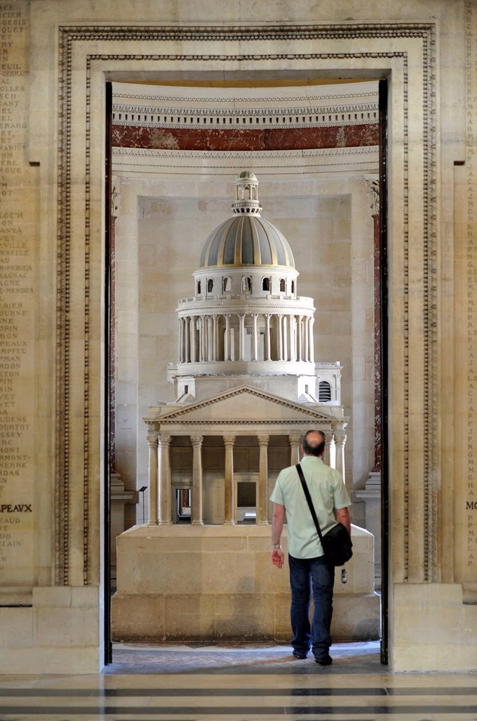 Stock Photo: 1848-675998 Tourist standing in front of a model, Panthéon, a mausoleum for French National heroes, Montagne Sainte_Geneviève, Hill of St. Genevieve, Paris, France, Europe