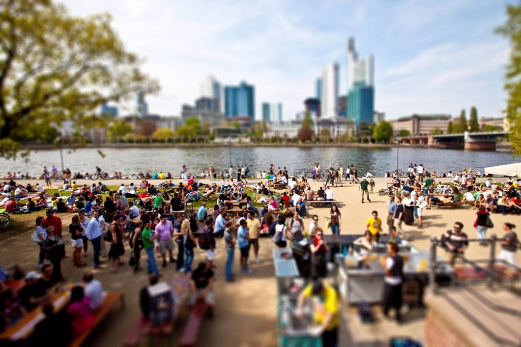 Stock Photo: 1848-676115 Young people on the Main river, behind the Financial District, miniature view, tilt_shift effect, reduced depth of field, Frankfurt am Main, Hesse, Germany, Europe