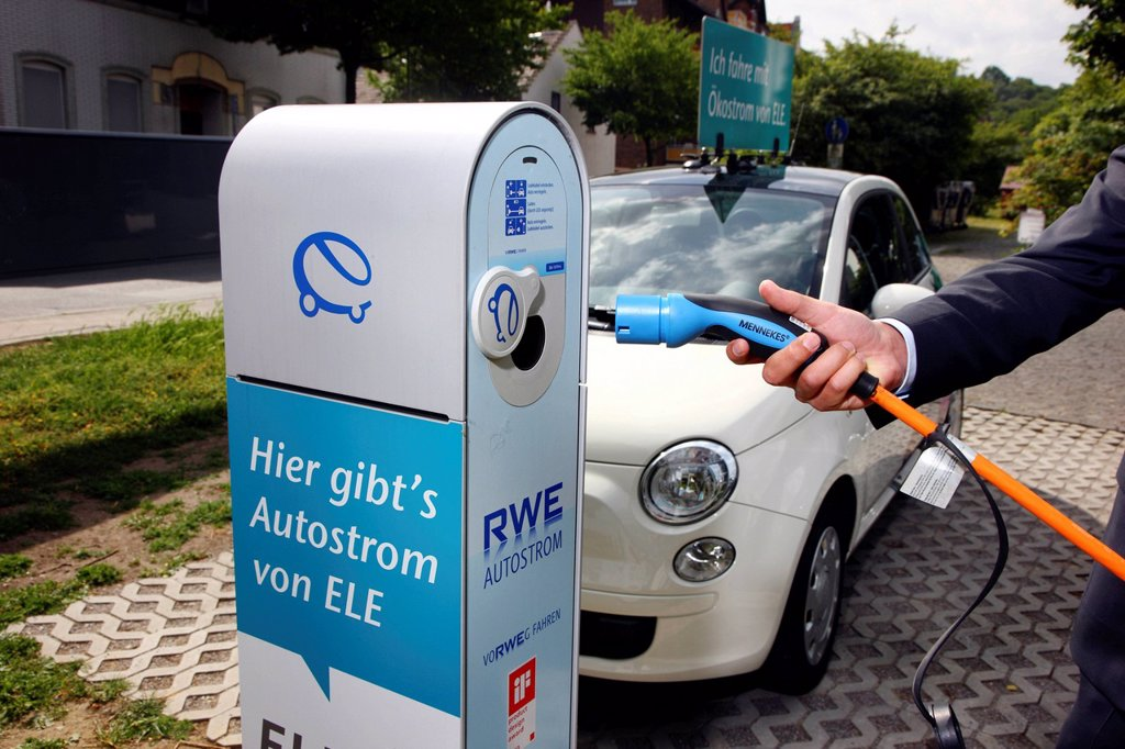 Electric car of the Emscher Lippe Energie GmbH, ELE, type Fiat 500, at a charging station, Gelsenkirchen, North Rhine_Westphalia, Germany, Europe : Stock Photo