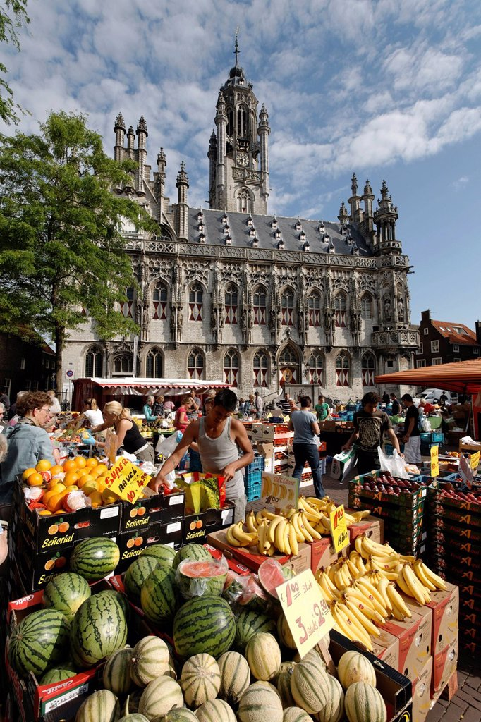 Farmers market in front of the historic town hall in Middelburg, Walcheren, Zeeland, Netherlands, Europe : Stock Photo