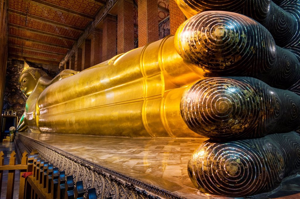 Stock Photo: 1848-679742 Reclining Buddha statue, mother of pearl inlays on the soles of the feet, Wat Pho or Wat Phra Chetuphon, Bangkok, Thailand, Asia