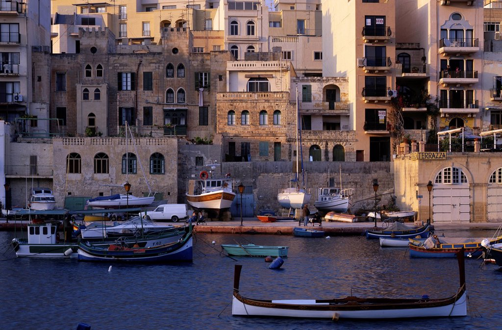 Stock Photo: 1848-680392 Boats, evening mood, Spinola Bay, San &288,iljan or St. Julian´s, Malta, Europe