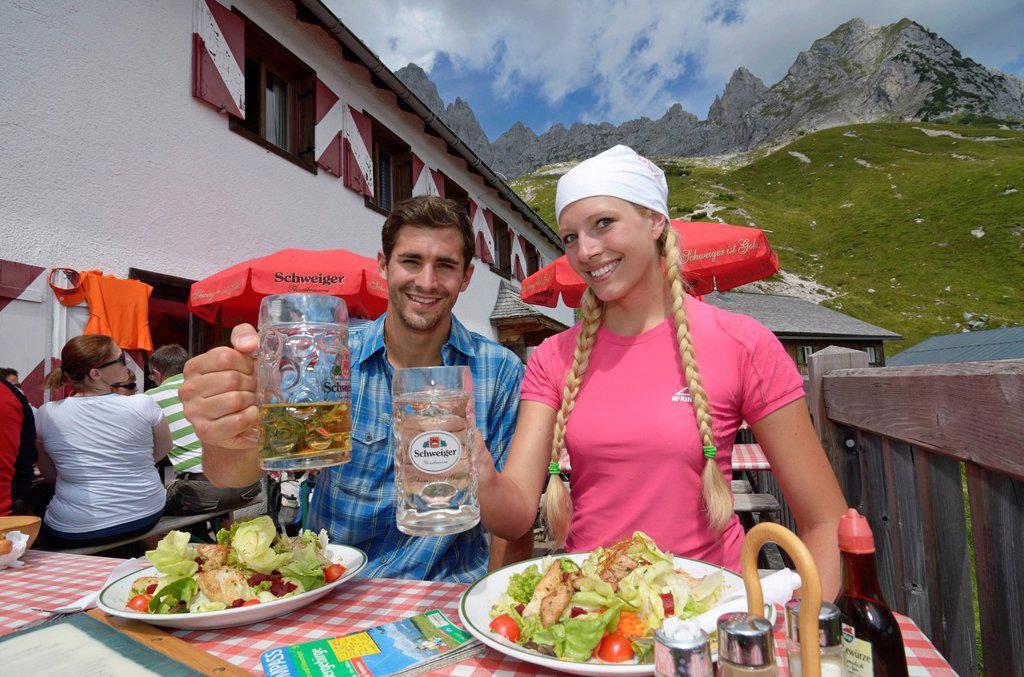 Stock Photo: 1848-680931 Hikers, a couple taking a break at Gruttenhuette inn, Ellmauer Halt, Wilder Kaiser mountain, Tyrol, Austria, Europe
