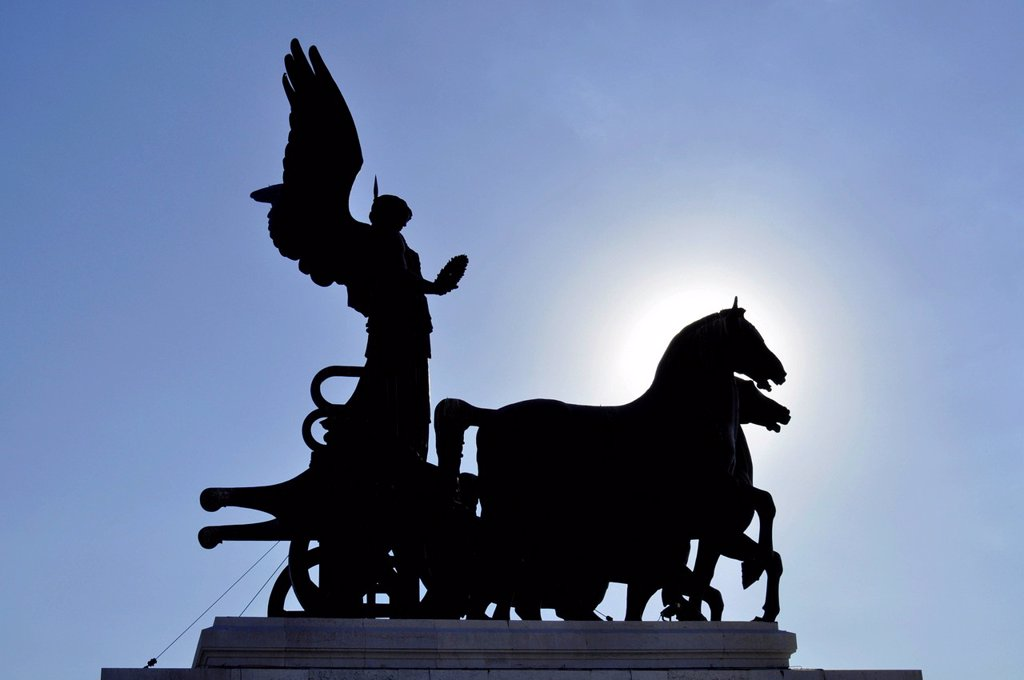 Bronze sculpture of the Quadriga della Libertà by Bartonlini, silhouette, National Memorial to King Vittorio Emanuele II, Vittoriano or Altare della Patria, Rome, Lazio, Italy, Europe : Stock Photo