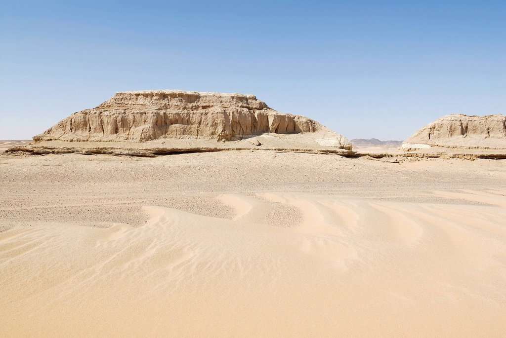 Desert landscape with sand dunes between Dakhla Oasis and Kharga Oasis, Western Desert, Egypt, Africa : Stock Photo
