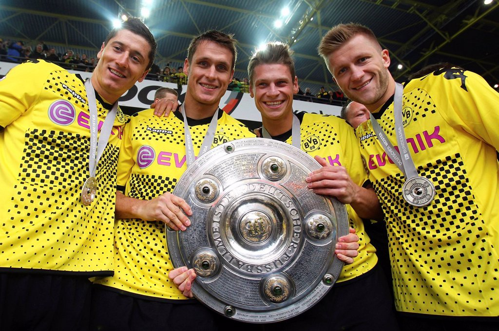 BVB Borussia Dortmund players with the league cup trophy, from left, Robert Lewandowski, Sebastian Kehl, Lukasz Piszchek, Jakub Kuba Blaszczykowski, after match Borussia Dortmund vs SC Freiburg 4:0, Signal Iduna Park, Dortmund, North Rhine_Westphalia, Ger. BVB Borussia Dortmund players with the league cup trophy, from left, Robert Lewandowski, Sebastian Kehl, Lukasz Piszchek, Jakub Kuba Blaszczykowski, after match Borussia Dortmund vs SC Freiburg 4:0, Signal Iduna Park, Dortmund, North Rhine_Wes : Stock Photo
