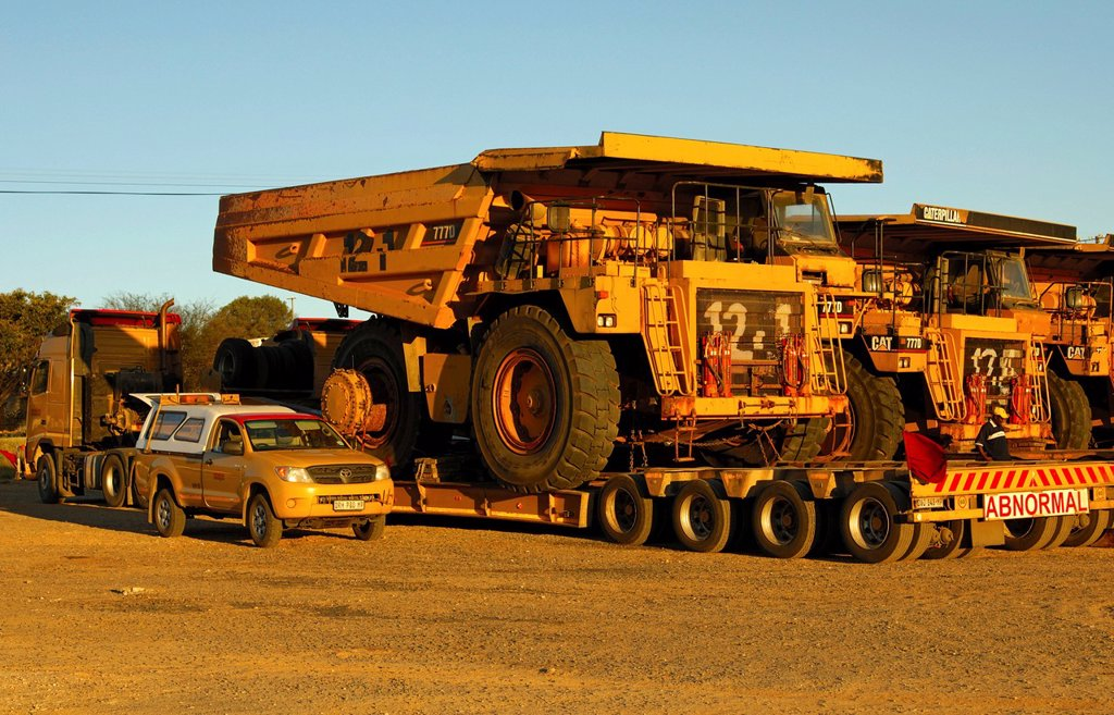Special transport of Caterpillar 777D Off_Highway trucks for diamond mining, Springbok, Namaqualand, South Africa, Africa : Stock Photo