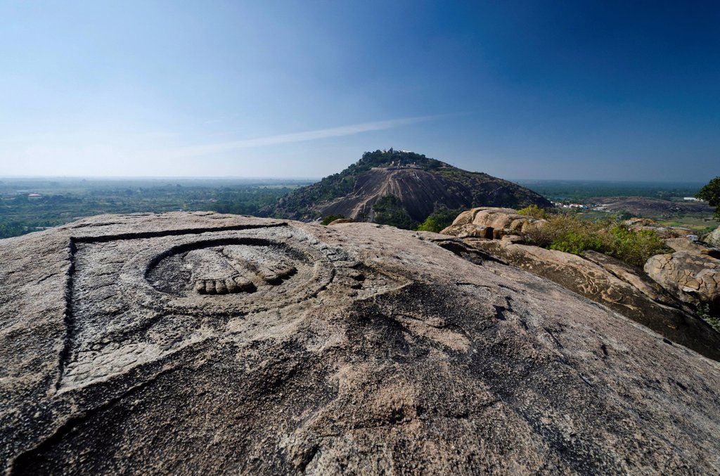 Indragiri hill, a major pilgrimage place for Jains, as seen from Chandragiri hill, Sravanabelagola, Karnataka, India, Asia : Stock Photo