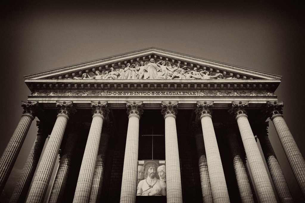Front facade with relief of The Last Judgement in the tympanum, parish church Église de la Madeleine or L´église Sainte_Marie_Madeleine, Paris, France, Europe : Stock Photo