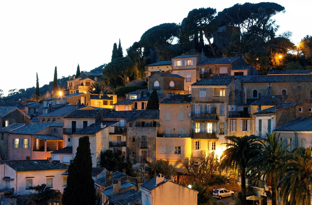 View of Bormes_les_Mimosas at dusk, Provence_Alpes_Côte d´Azur region, France, Europe : Stock Photo