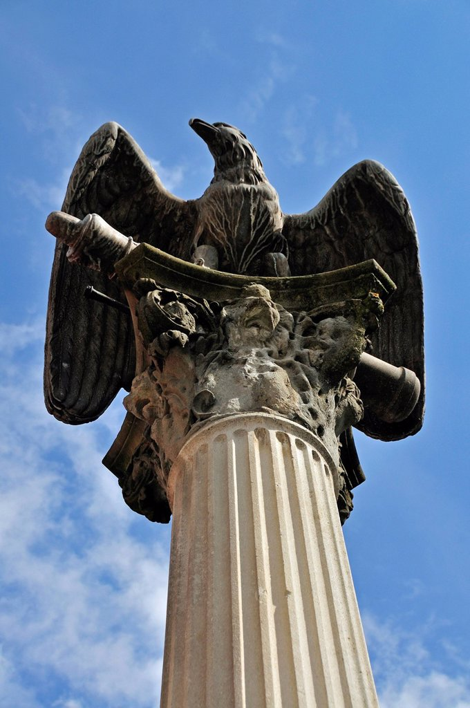 Stock Photo: 1848-684720 Memorial, eagle on a column, in commemoration of the victims of the Franco_Prussian War, 1870_71, Memmingen, Unterallgaeu district, Allgaeu region, Swabia, Bavaria, Germany, Europe, PublicGround