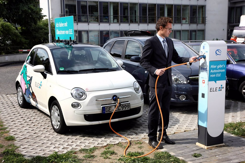 Stock Photo: 1848-685136 Electric car of the Emscher Lippe Energie GmbH, ELE, type Fiat 500, at a charging station, Gelsenkirchen, North Rhine_Westphalia, Germany, Europe