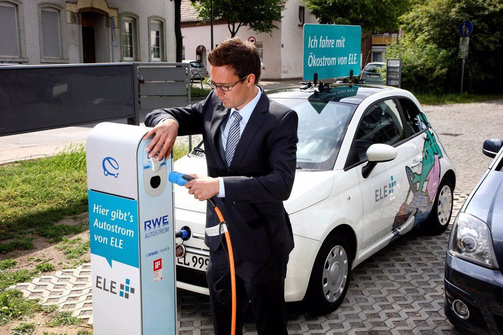 Stock Photo: 1848-685138 Electric car of the Emscher Lippe Energie GmbH, ELE, type Fiat 500, at a charging station, Gelsenkirchen, North Rhine_Westphalia, Germany, Europe