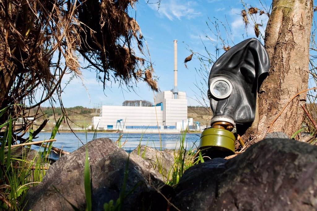 Stock Photo: 1848-685771 An old gas mask in front of the Kernkraftwerk Kruemmel nuclear power plant, Schleswig_Holstein, Germany, Europe