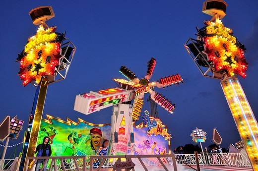 Stock Photo: 1848-68609 Skater amusement ride at dusk, Octoberfest, Munich, Bavaria, Germany, Europe