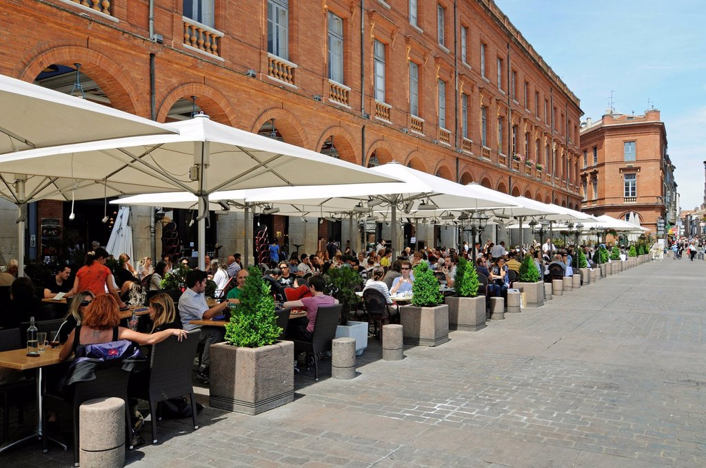 Stock Photo: 1848-686437 Street cafe, Place du Capitole square, Toulouse, Departement Haute_Garonne, Midi_Pyrenees, France, Europe