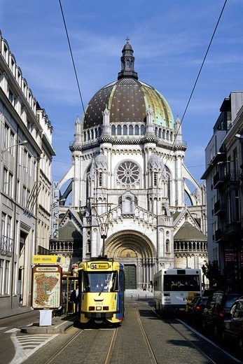 Eglise Sainte Ste Marie, Sint St Maria Kerk, church with large cupola at the Place de la Reine, Koninginneplein, tram in the Rue Royale, Koningsstraat, Schaerbeek, Schaarbeek, Brussels, Belgium, Benelux, Europe : Stock Photo