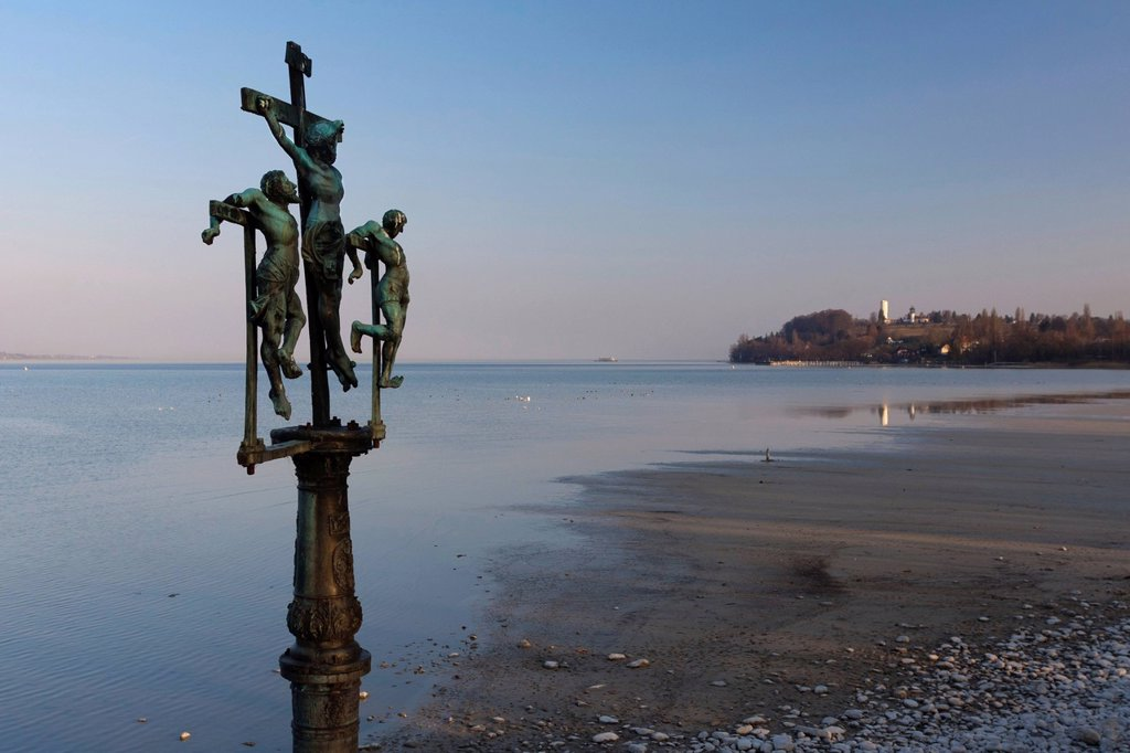 Crucifixion group Christ nailed to the cross at the entrance to Insel Mainau Island, view across Lake Constance towards Konstanz_Egg, Baden_Wuerttemberg, Germany, Europe : Stock Photo