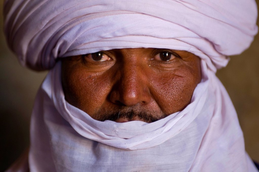 Indigenous Tuareg man, portrait, Algeria, Africa : Stock Photo