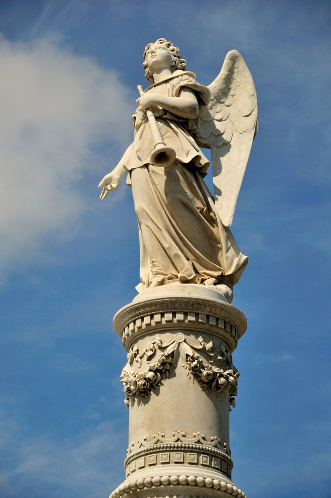 Statue of an angel on one of the monumental tombs, Colon Cemetery, Cementerio Cristóbal Colón, named after Christopher Columbus, Havana, Cuba, Caribbean : Stock Photo