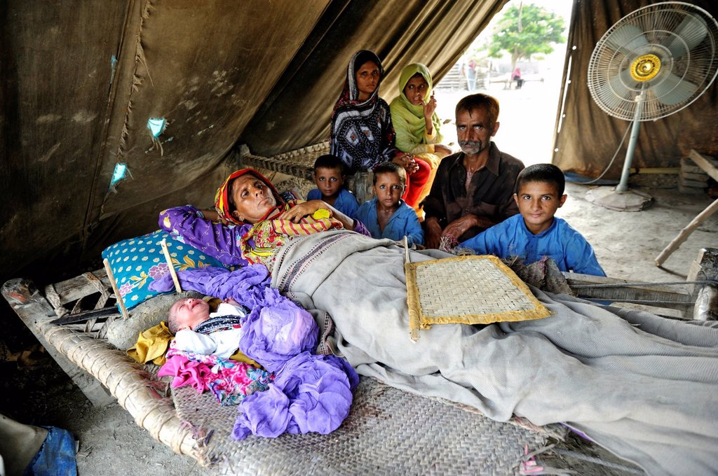 Family with newborn baby, they have been living in a tent since the flood disaster of 2010, Lashari Wala village, Punjab, Pakistan, Asia : Stock Photo