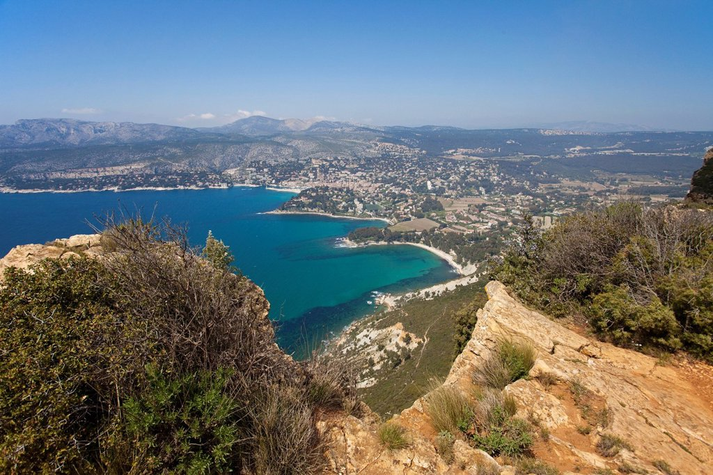 Corniche des Cretes road, view of Cassis as seen from the coastal road, Bouches_du_Rhone department, French Riviera, Southern France, France, Europe : Stock Photo