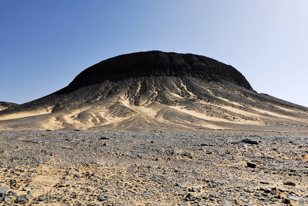 Witnesses Mountain, Black Desert, near the Bahariya Oasis, Western Desert, Egypt, Africa : Stock Photo
