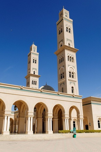 Modern mosque at Bahla, Hajar al Gharbi Mountains, Dhakiliya Region, Sultanate of Oman, Arabia, Middle East : Stock Photo