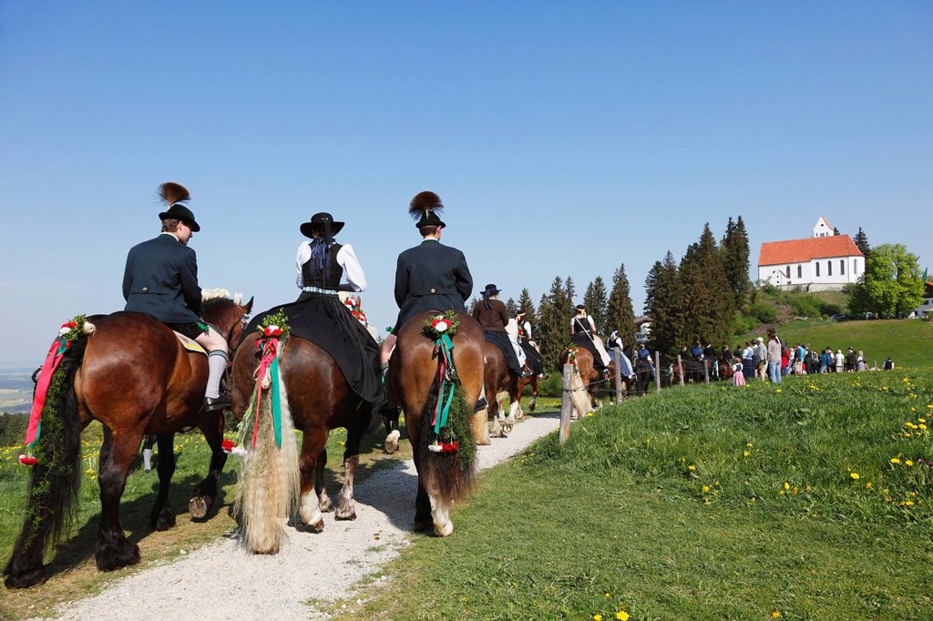 Stock Photo: 1848-691770 St. George´s Ride horse pilgrimage, church of St. George, Auerberg, Bernbeuren, Allgaeu, Upper Bavaria, Bavaria, Germany, Europe