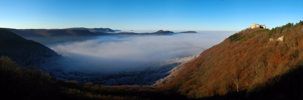 Stock Photo: 1848-692875 Burg Hohenneuffen Castle above a fog_filled valley, Swabian Alb, Baden_Wuerttemberg, Germany, Europe