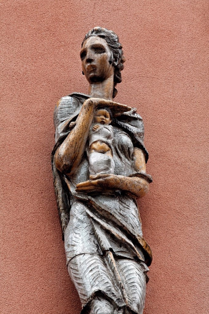 Stock Photo: 1848-694427 Allegory of care, ceramic sculpture at the Karl_Marx_Hof courtyard, Vienna´s most famous municipal tenement complex from the interwar period, Doebling, Vienna, Austria, Europe