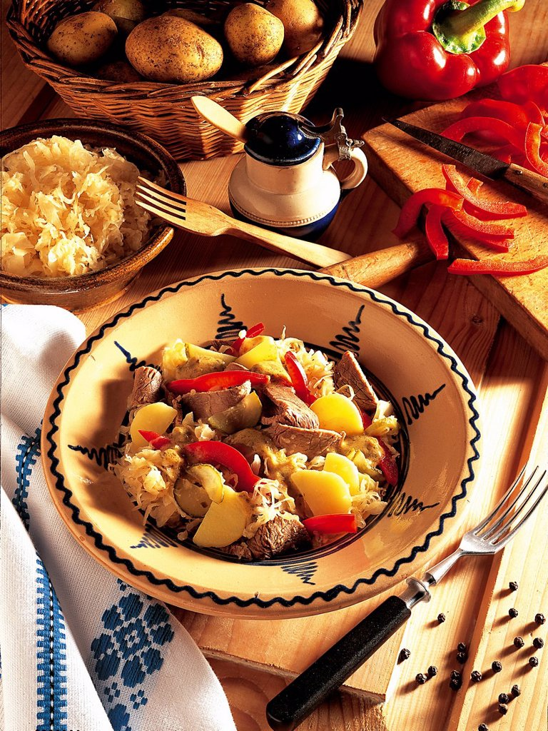 Stock Photo: 1848-698326 Bell pepper_beef salad, Hungary, recipe available for a fee