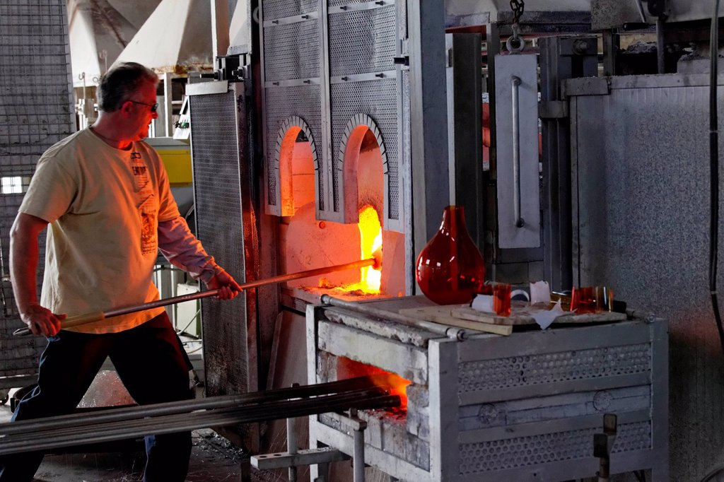 Stefano Simoncin, glassblower maestro, Salviati art glass factory, Murano, Venice, Venetia, Italy, Europe : Stock Photo