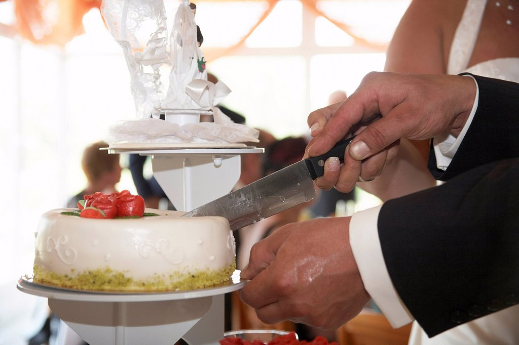 Cutting of the wedding cake : Stock Photo