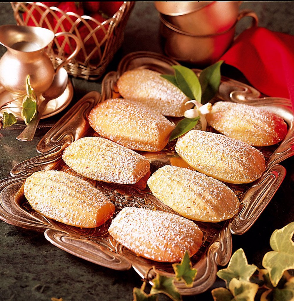Stock Photo: 1848-700114 Classic madeleines, France, recipe available for a fee