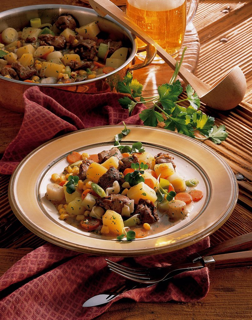 Stock Photo: 1848-700684 Venison goulash with potatoes, Jerusalem artichokes, leeks, carrots and sweetcorn, USA, recipe available for a fee