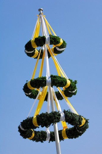 Stock Photo: 1848-70148 Pole decorated with wreaths, Stuttgart, Baden_Wuerttemberg, Germany, Europe