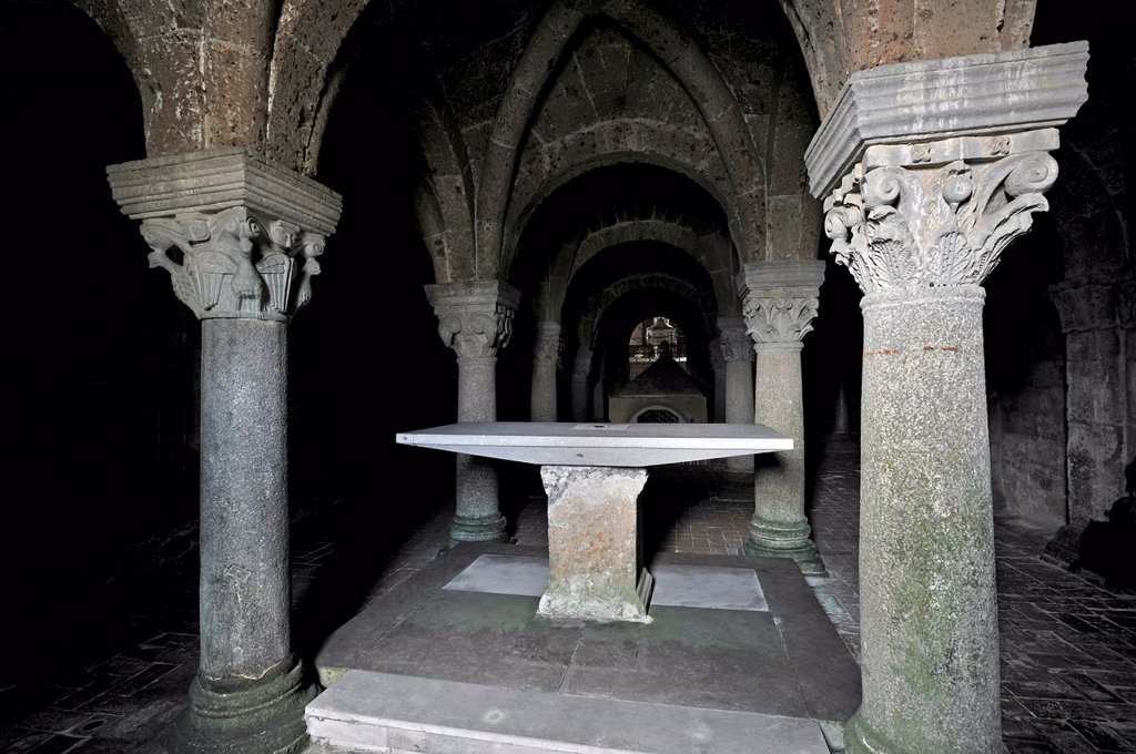 Altar in the underground pillared hall of the pagan crypt, 10th century, Cathedral of St. Sepulchre, Basilica Cattedrale di San Sepolcro, Aquapendente, Lazio, Italy, Europe : Stock Photo