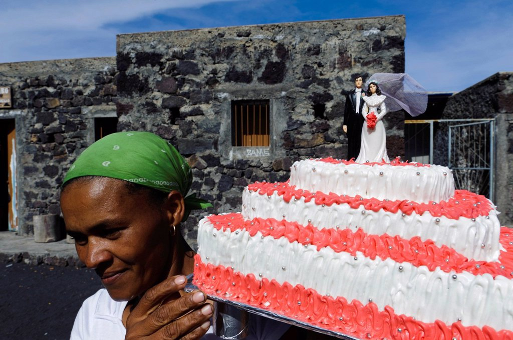 Woman carrying a wedding cake, Chã das Caldeiras, Plain of the Calderas, Fogo, Cape Verde, Africa : Stock Photo