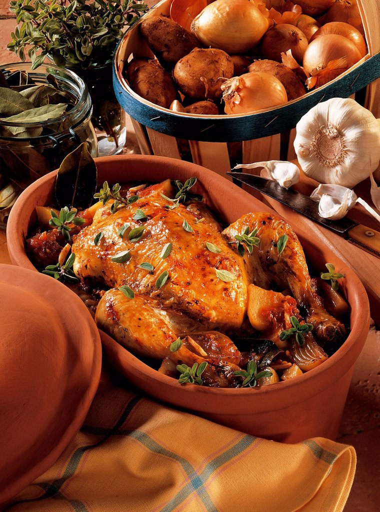 Stock Photo: 1848-703764 Chicken in a clay pot, Portugal, recipe available for a fee