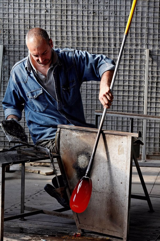 Stock Photo: 1848-705769 Alberto Conserotti, glassblower maestro, Salviati art glass factory, Murano, Venice, Venetia, Italy, Europe