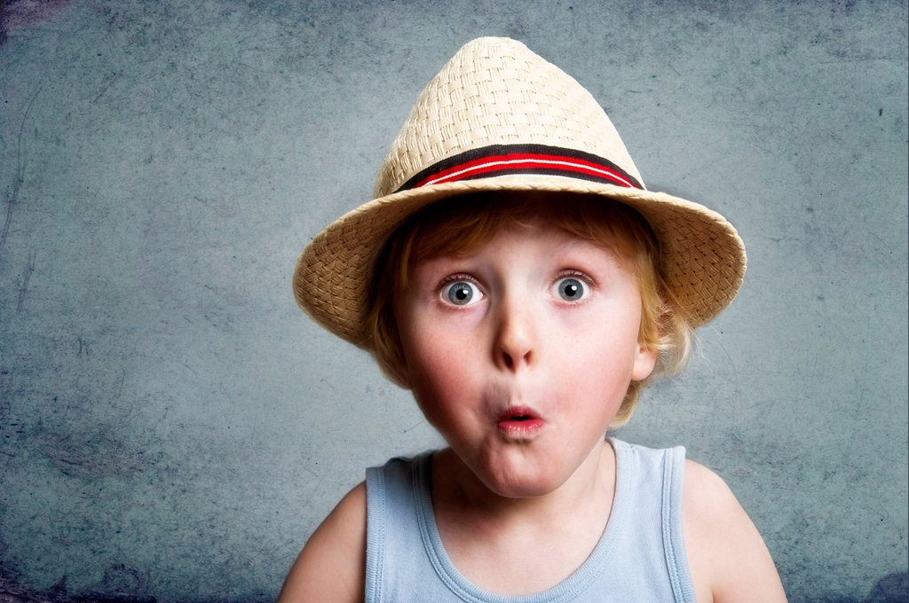 Stock Photo: 1848-706112 Five_year_old boy wearing a hat, astonished face, funny portrait