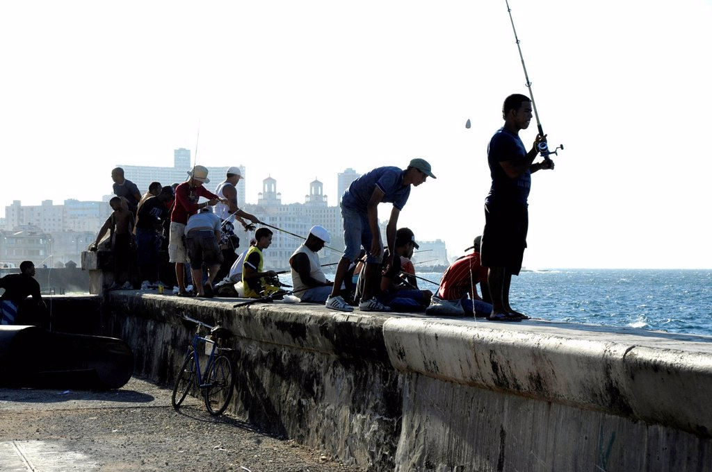 Fishermen on the Malecon sea wall, Avenida de Antonio Maceo, a boulevard along the city centre of Havana, Centro Habana, Cuba, Greater Antilles, Gulf of Mexico, Caribbean, Central America, America : Stock Photo