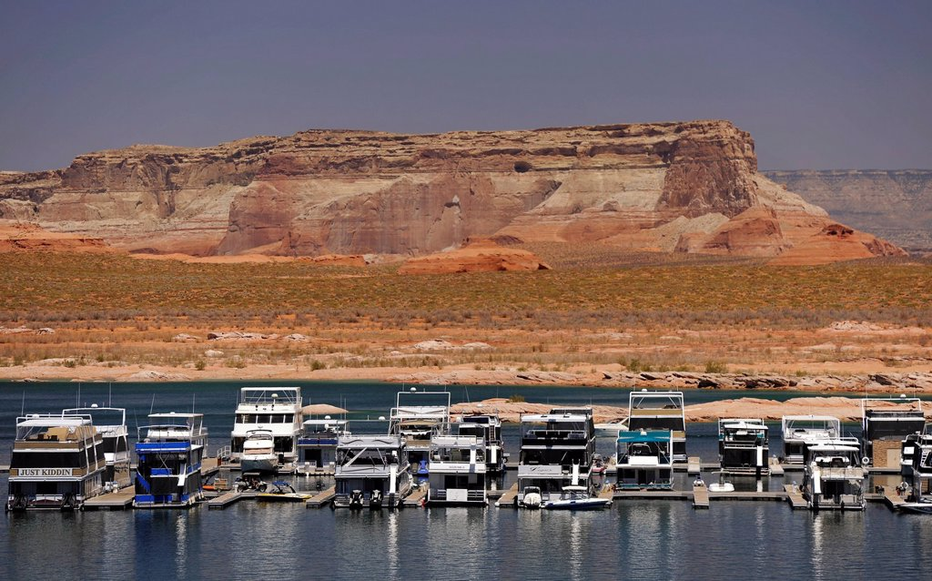 Stock Photo: 1848-709048 House boats are moored in the harbour of Antelope Point Marina with Tower Butte at back, Lake Powell, Wahweap Marina, Glen Canyon National Recreation Area, Page, Arizona, United States, USA